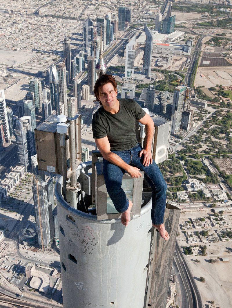 Tom Cruise sits on top of world's tallest building for Mission ...