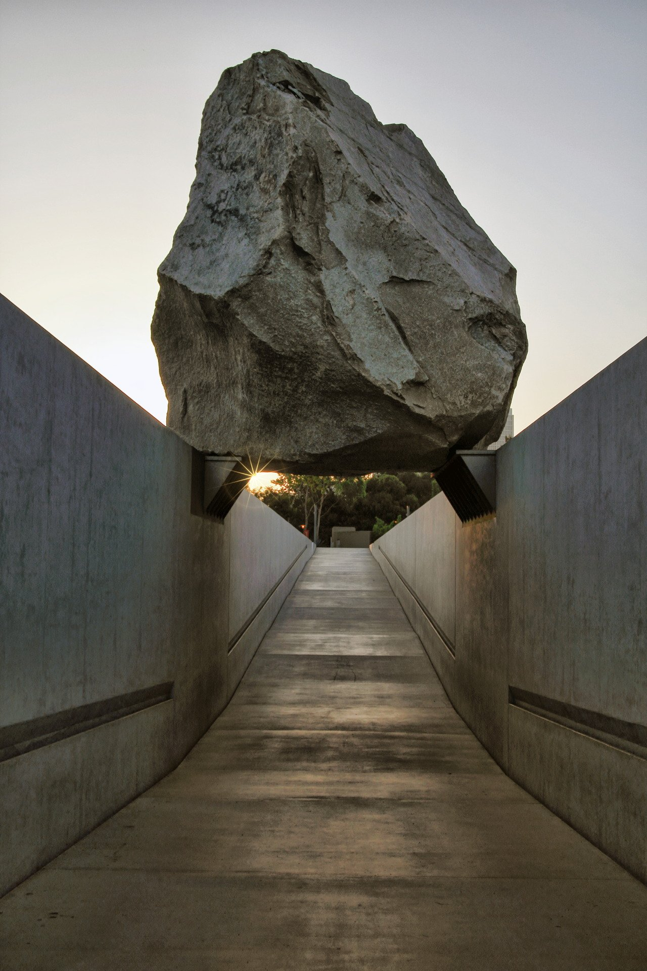 LOS ANGELES COUNTY MUSEUM OF ART — yessir-youarefat: Levitated ...