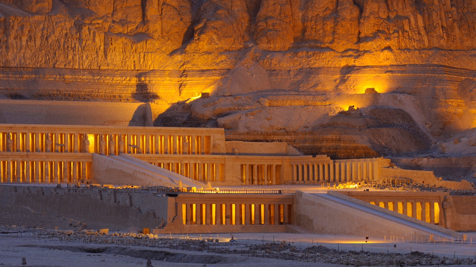 Hatshepsut Temple at night : Egypt