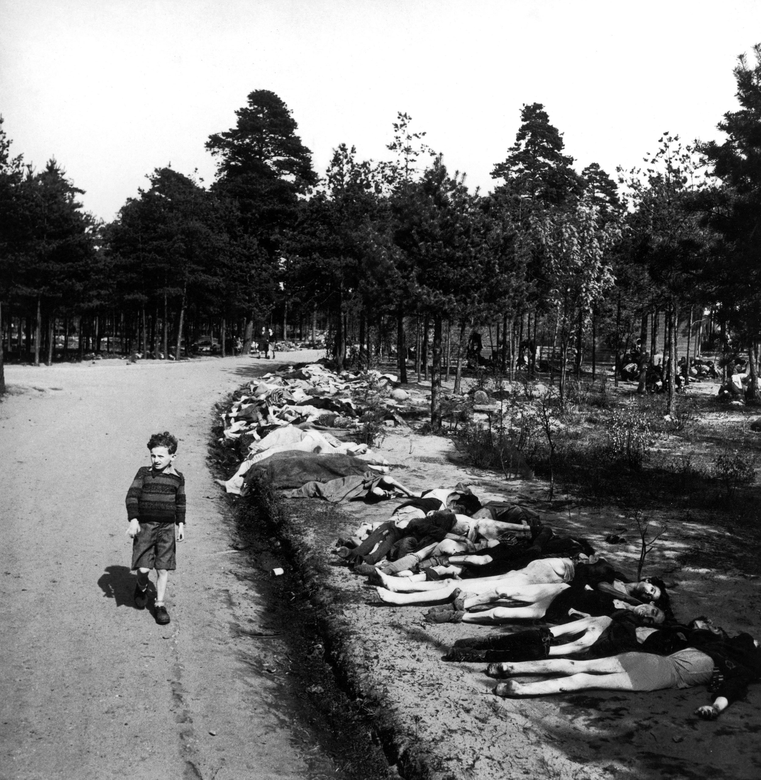 Bergen-Belsen: Photos From the Liberation of the Notorious Camp ...