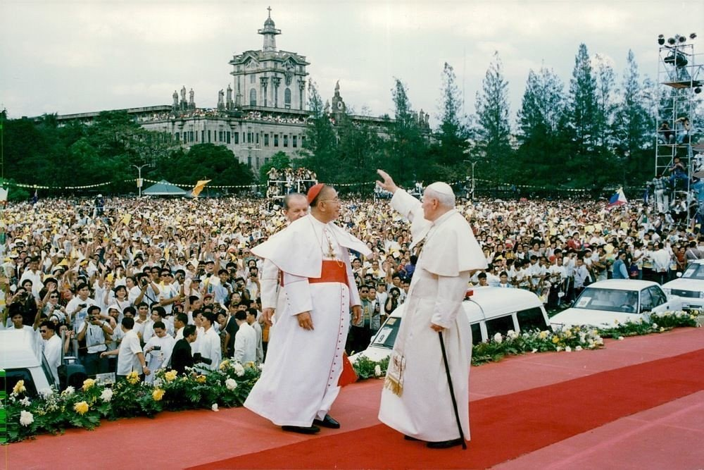Pope John Paul II during his visit to Manila. 1995 | Flickr
