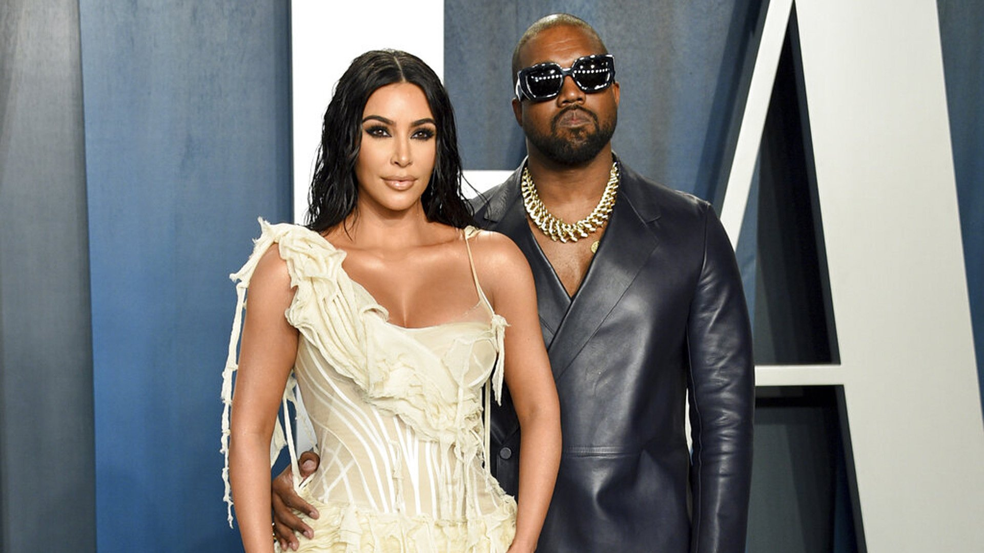 Kim Kardashian receives hologram of her father as 40th birthday present from Kanye West | WKRN News 2