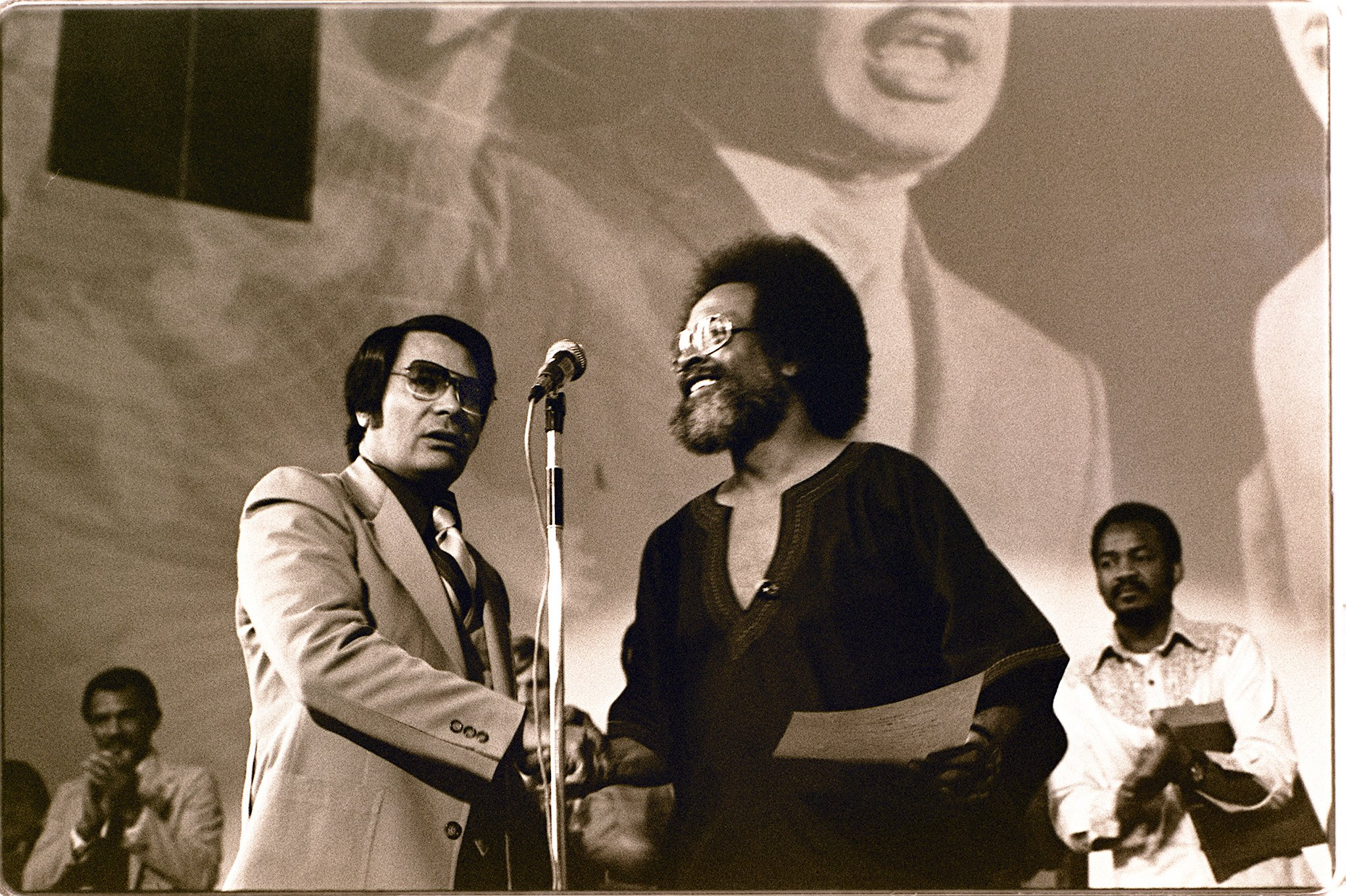 File:Jim Jones shakes hands with Cecil Williams - January 1977.jpg - Wikimedia Commons