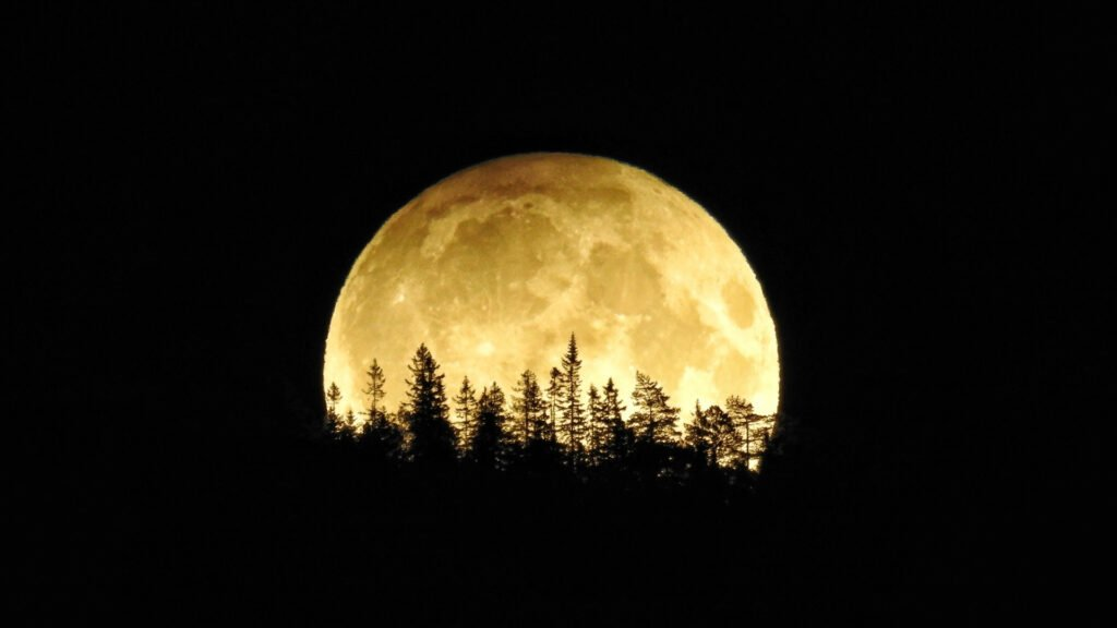 This image has an empty alt attribute; its file name is full-moon-1-1024x576.jpg