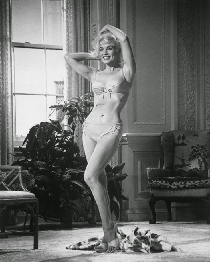 "The Marilyn Diaries on Twitter: ""Marilyn Monroe modeling a bikini she was planning to wear in her last uncompleted film ""Something's Got to Give,"" in 1962.… https://t.co/nQbTnOdYwL"""