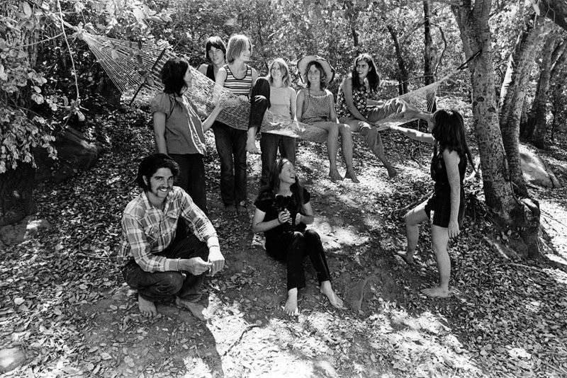 1971 Some of the Manson family members at Spahn Ranch. From left to right front row: Danny DeCarlo, Jennifer… | Charles manson family, Charles manson, Manson family